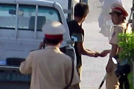 Cảnh sát giao thông tỉnh Nghệ An: Nhiều sai phạm khi thực thi công vụ