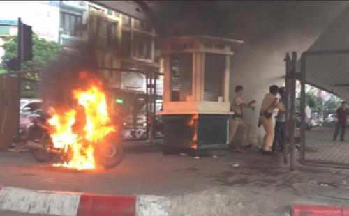 Nam thanh niên đốt xe vì bị CSGT xử phạt có thể bị xử lý hình sự